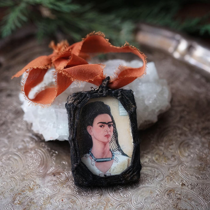 frida ornament // color