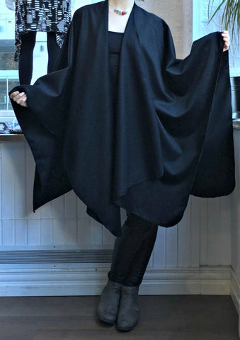 Cape BLACK CASHMERE