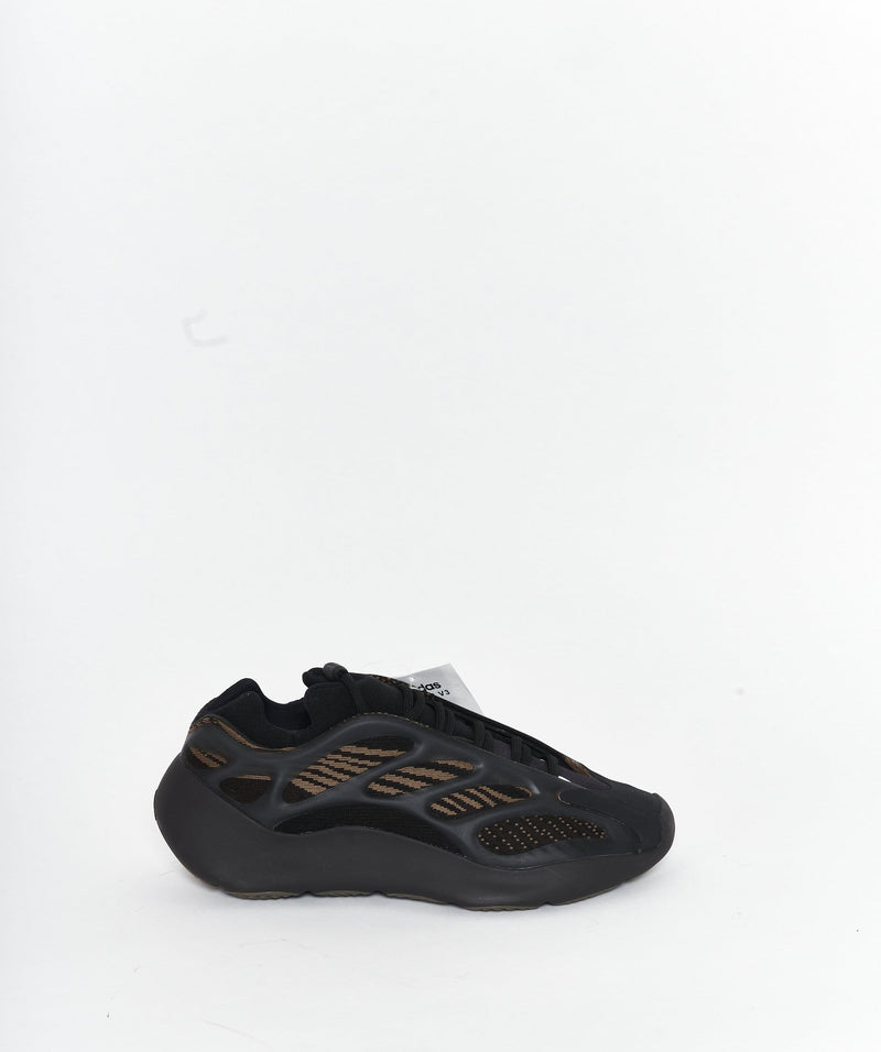 Adidas Yeezy 700 V3 Clay Brown Size 40