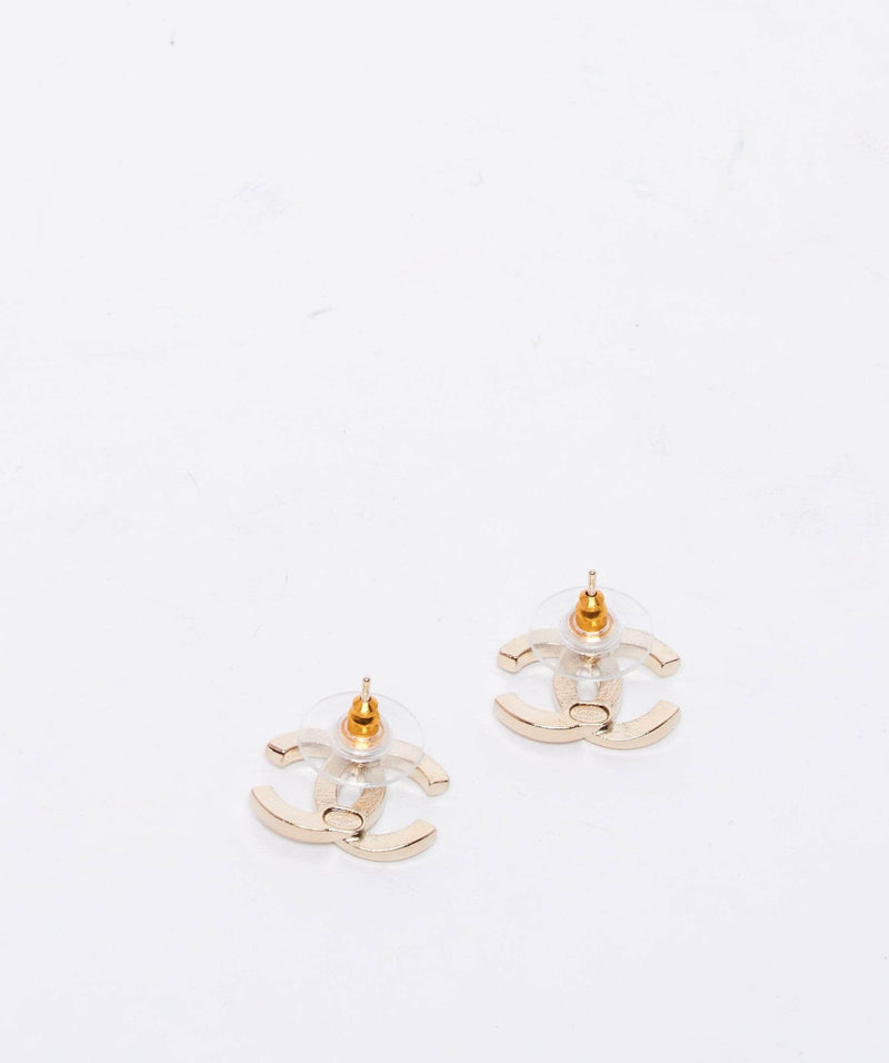Chanel Chanel CC earring gold