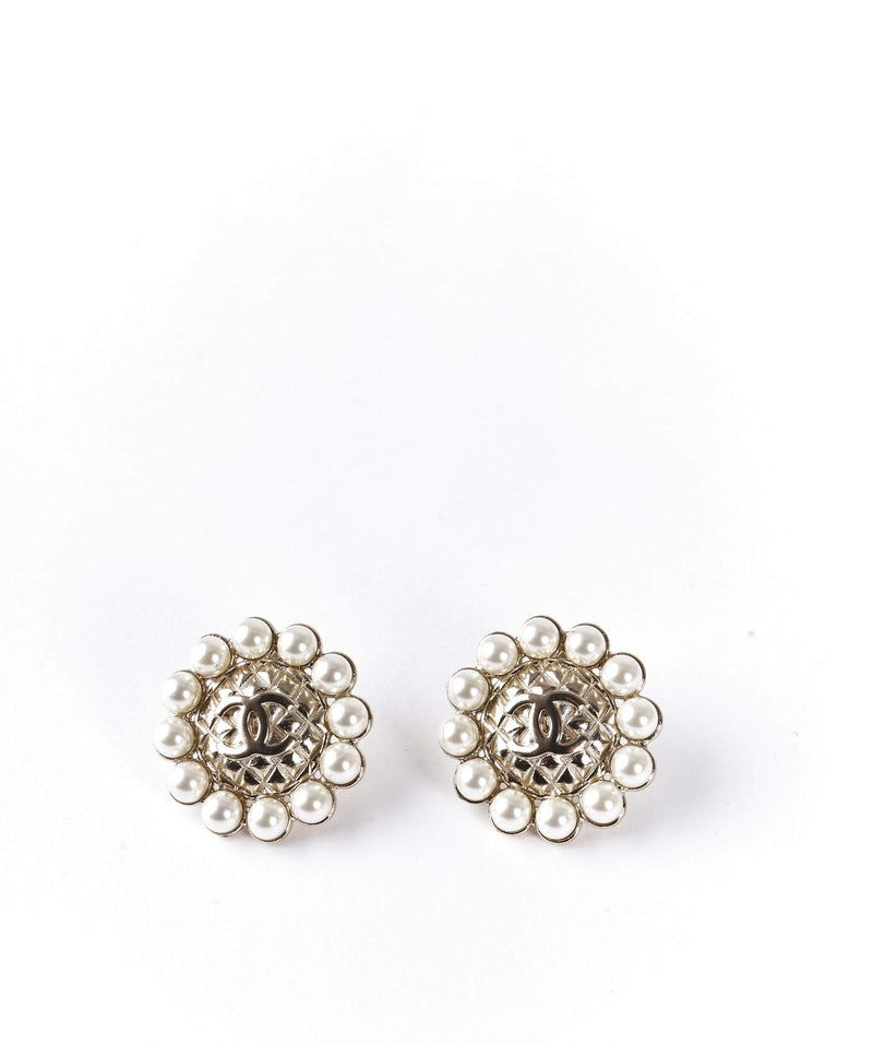 Chanel Chanel pearly stud earrings