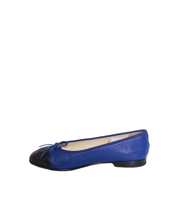 Chanel Chanel Navy and BlackBallet Pumps size 38 AWL1215