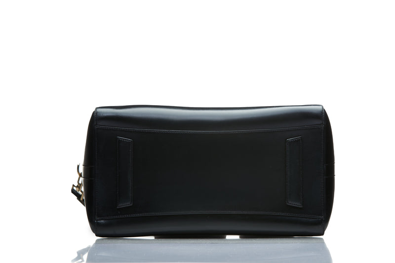Givenchy Givenchy Black Medium Antigona