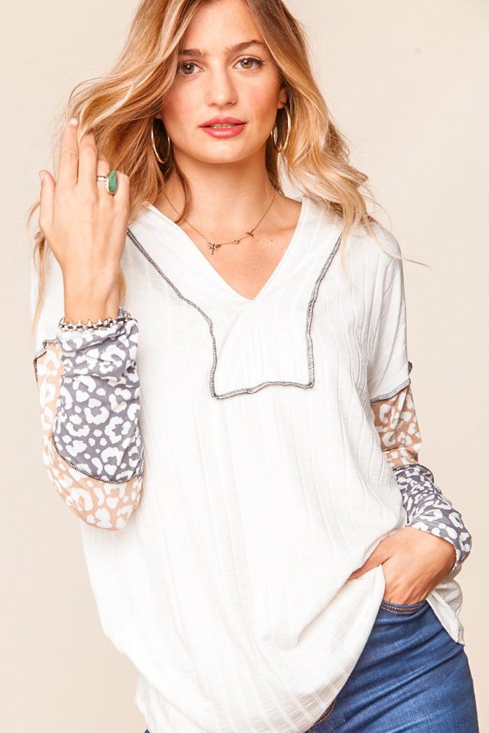 RIB V NECK OUT-SEAM LEOPARD COLOR BLOCK TOP