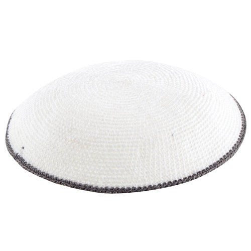 C KNITTED FLAT DMC KIPPAH 16 CM- WHITE WITH GRAY AROUND