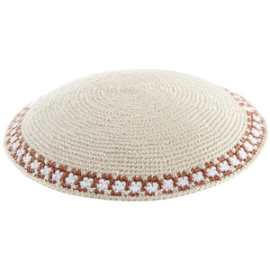 C KNITTED DMC KIPPAH 13 CM- BEIGE WITH BLUE AROUND