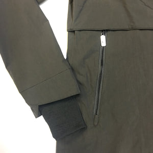 front zip pockets and storm cuffs