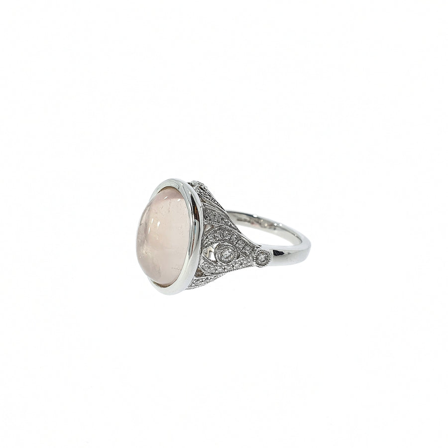 18ct White Gold Oval Cabochon Rose Quartz & Diamond Shoulder Set Ring. Rose Quartz Weight 5.48ct, Diamond Weight 0.37ct.