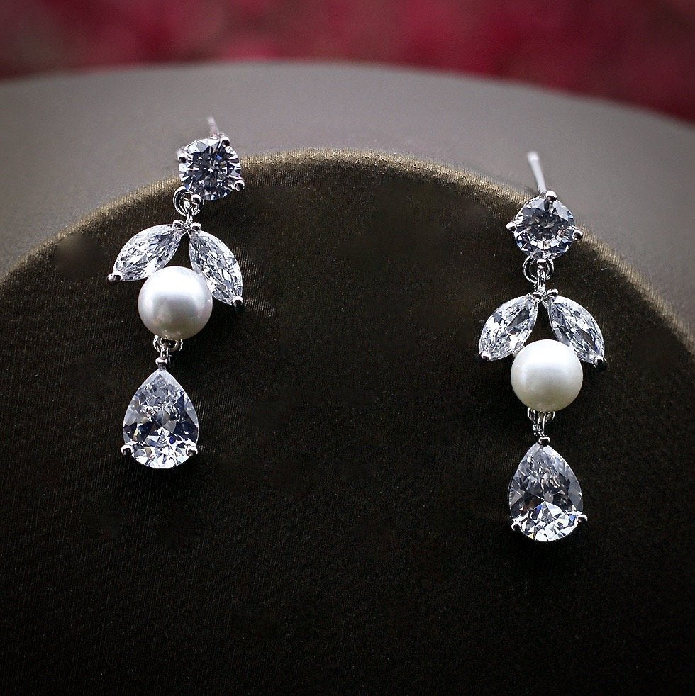 """Kira"" - Silver Cubic Zirconia and Pearl Bridal Jewelry Set"