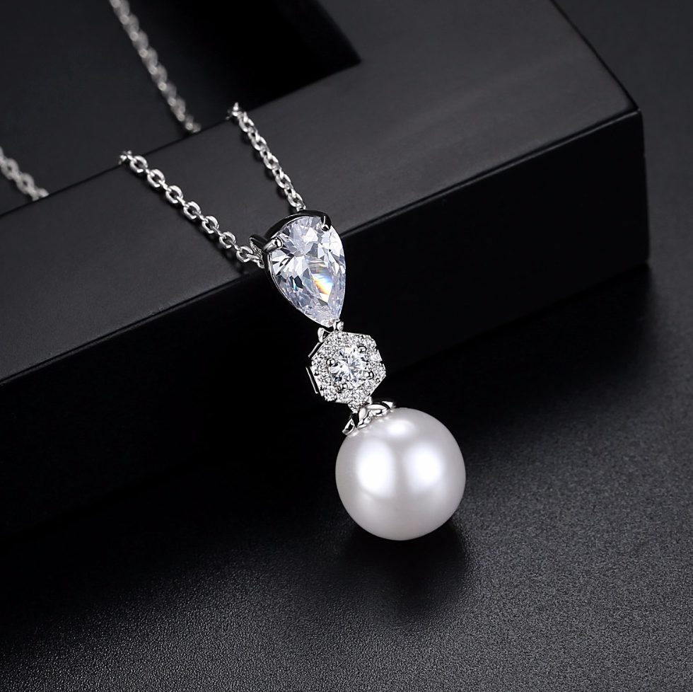 """Marisa"" - Pearl and Cubic Zirconia Jewelry Set"