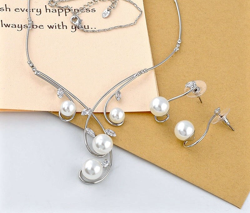 """Allison"" - Pearl and Cubic Zirconia Jewelry Set"