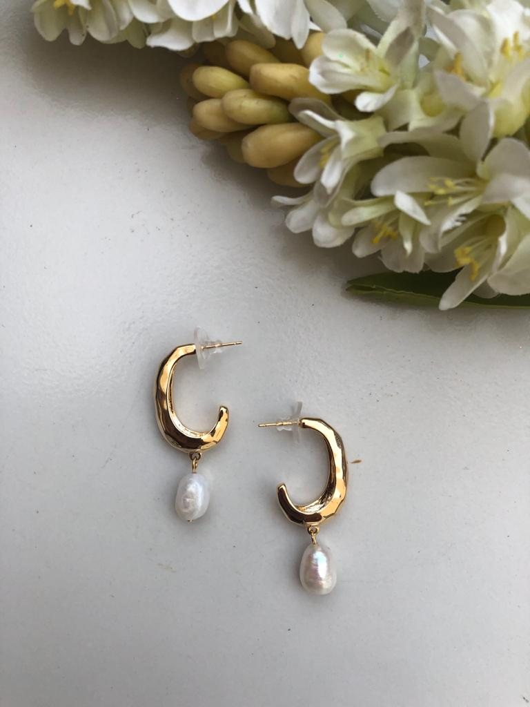 Yellow Gold Arch Pearl Earrings