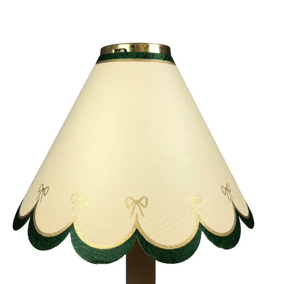 Large Scalloped With Green Border