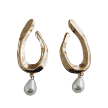Load image into Gallery viewer, 'Luna' Pearl Earrings