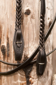 Quick-change rein attachments make switching bits or bitless bridle quick and easy.