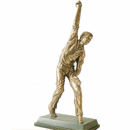 Cricketer Bowling. Superb quality cricket trophy-S16