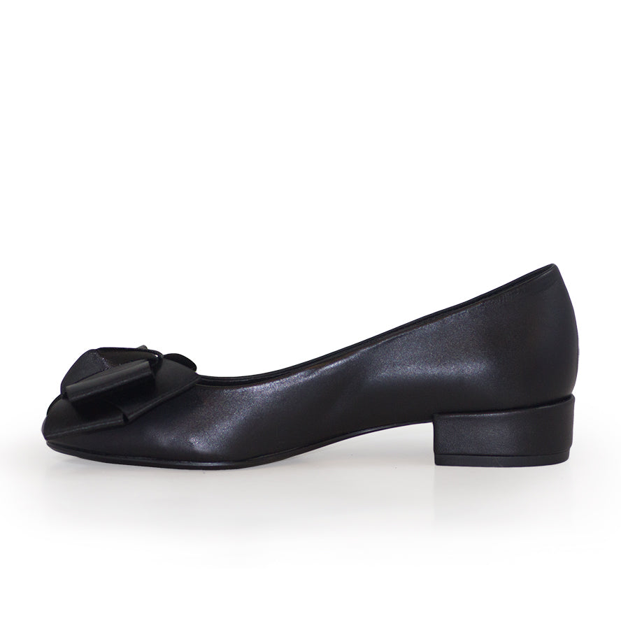 Charlotte Bow, black kitten heels | Charleston Shoe Company