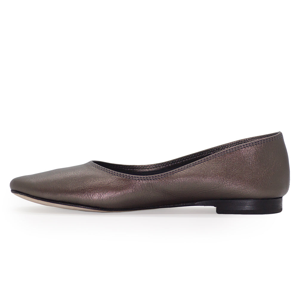 Jilly, black ballet flat, leather closed toe shoes | Charleston Shoe Company