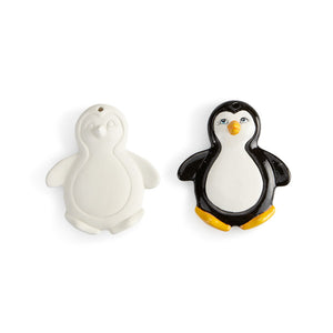 Move over ornaments, here comes the Flat Penguin Ornament! Kids and adults won't be able to resist the cute face and big belly of this ornament. Pair this ornament with the reindeer, angel and gingerbread man ornaments for a set of similar characters!