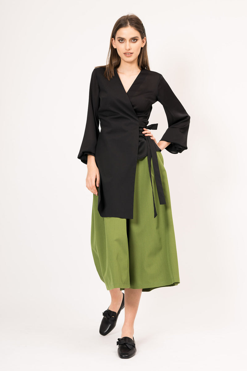 Asymmetrical shirt with veil sleeve