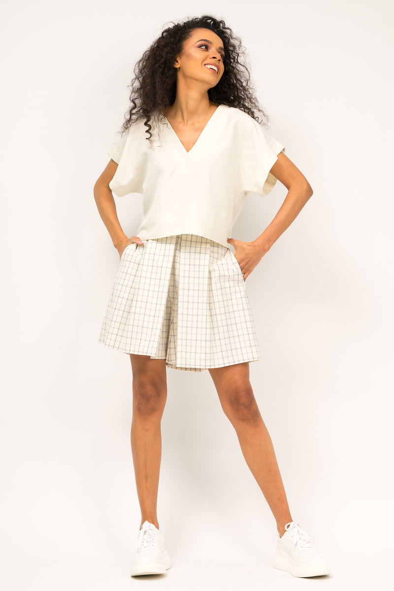 Pleated checkered shorts with side pockets