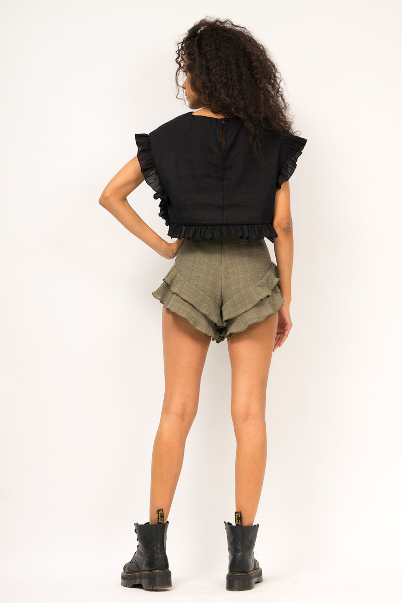 Asymmetrical shorts with ruffled hemline
