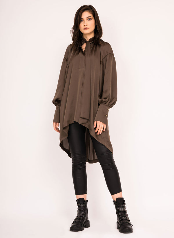 Draped loose shirt with bow ribbon