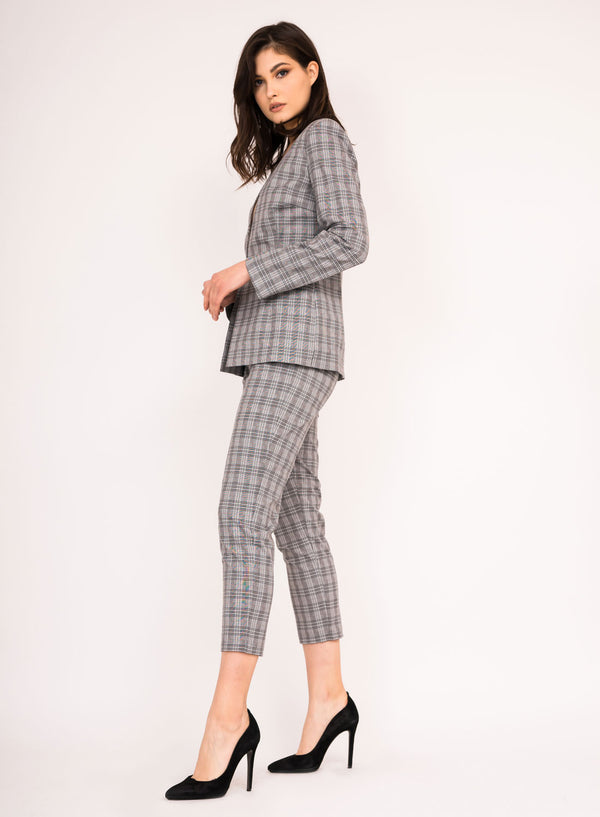 Structured blazer with V neckline