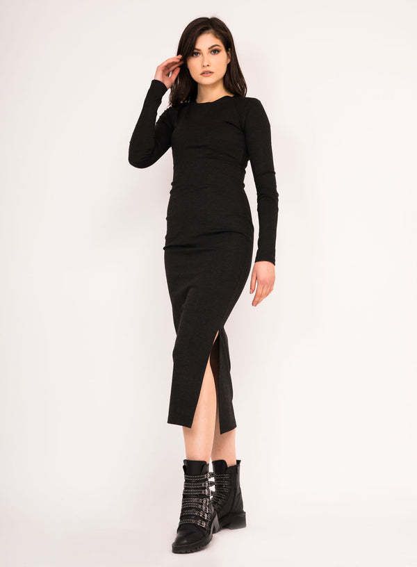 Slim kintted dress with side slit