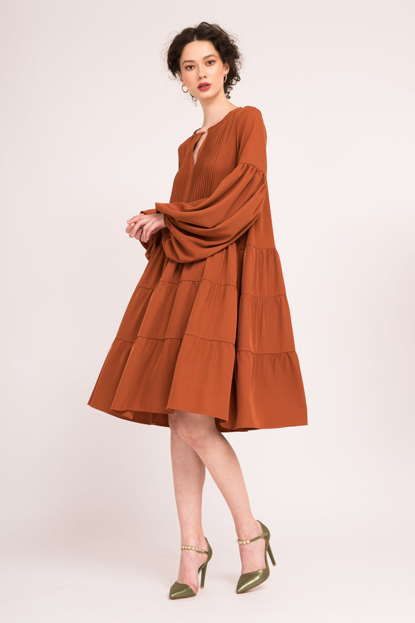 Shift dress with ruffles and puffed sleeves