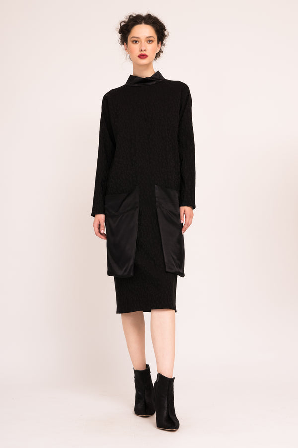 Midi dress with oversized constrasting applied pockets