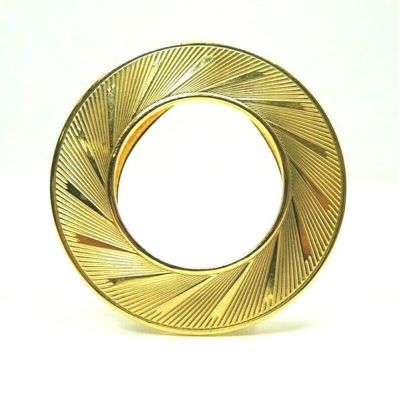 Etched Circle Wreath Gold Tone Scarf Clip ~ Vintage Fashion Costume Jewelry - fazoom