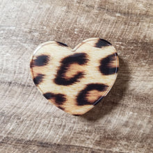 Load image into Gallery viewer, Leopard Heart Phone Grips