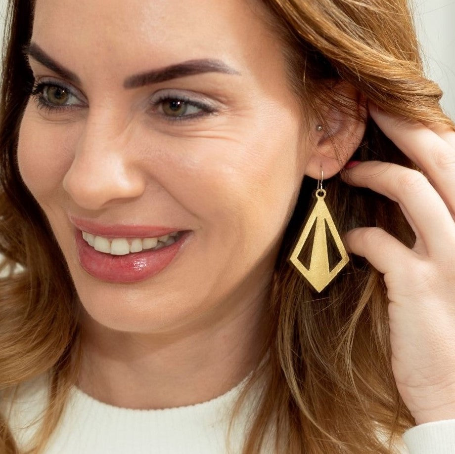 Learn how to let your ears do the talking with these statement earring style tips