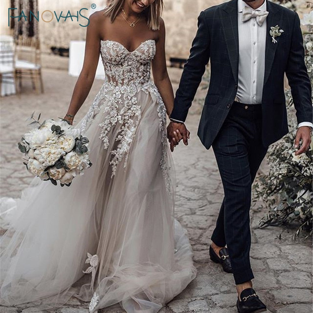 Boho Wedding Dress 2019 Sweetheart A-Line Crystal Beaded Lace Wedding Gown Long Train Beach Bridal Gown Vestido de Novia WN79