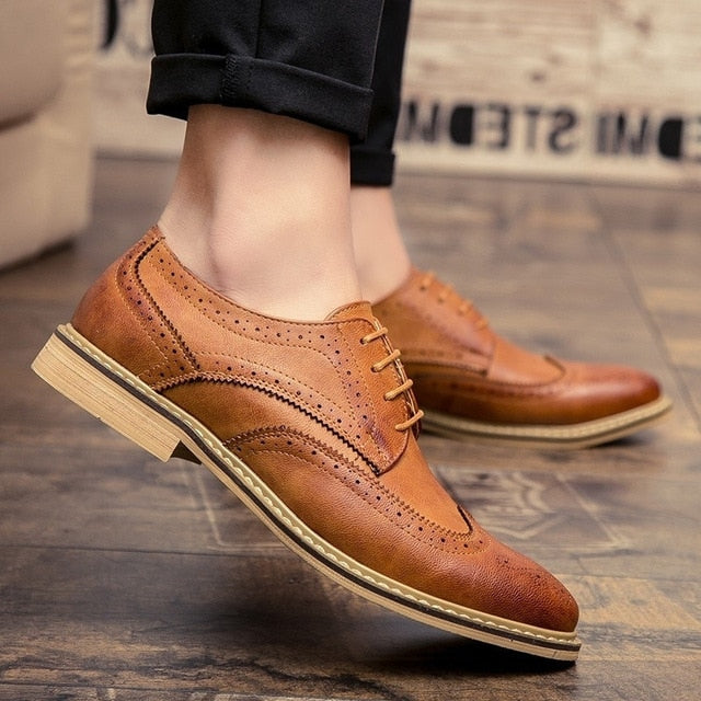 Merkmak New Arrival Luxury Italian Men Brogue Dress Shoes Formal Business Oxfords Shoes for Men British Brand Men Leather Flats