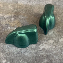Load image into Gallery viewer, Deco-Wedge Knob with Set Screw - Metallic Green