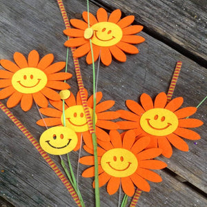 "28"" Felt Smiling Orange Daisy Spray"
