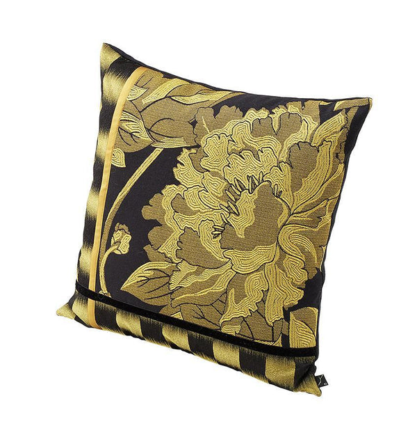 The K3 for SFERRA Pivoine Cushion is designed with a patchwork of black and gold jacquard patterns.