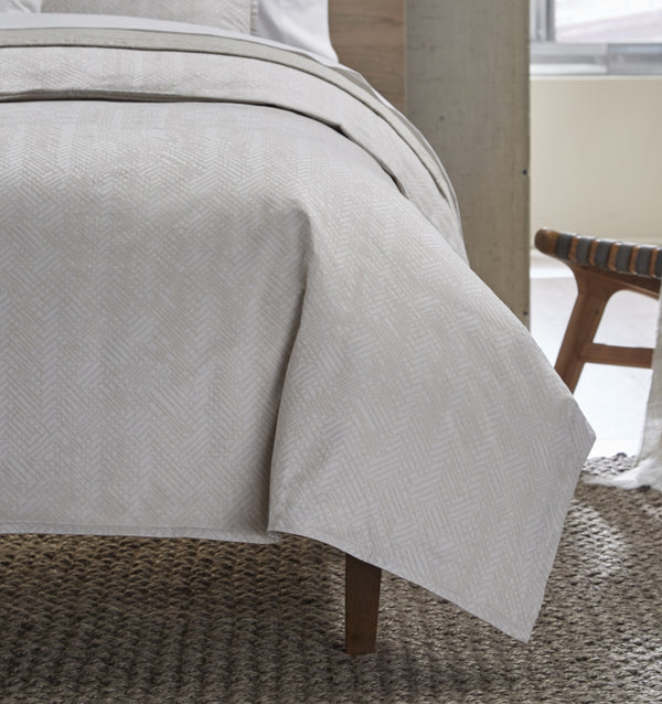 SFERRA Dessia Duvet Cover is woven in an on-point herringbone pattern in a sateen jacquard.