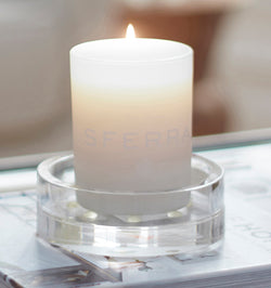 SFERRA Fresco candle's clean scent is designed to relax the mind with notes of oolong tea, bergamot, chamomile and peony.