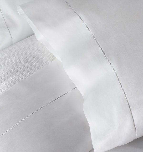 "LUXE is SFERRA's ultimate collection where Giza 45 Egyptian cotton yarns are woven into a densely rich sateen with an unparalleled, lavish ""weight"" and lushly smooth hand."