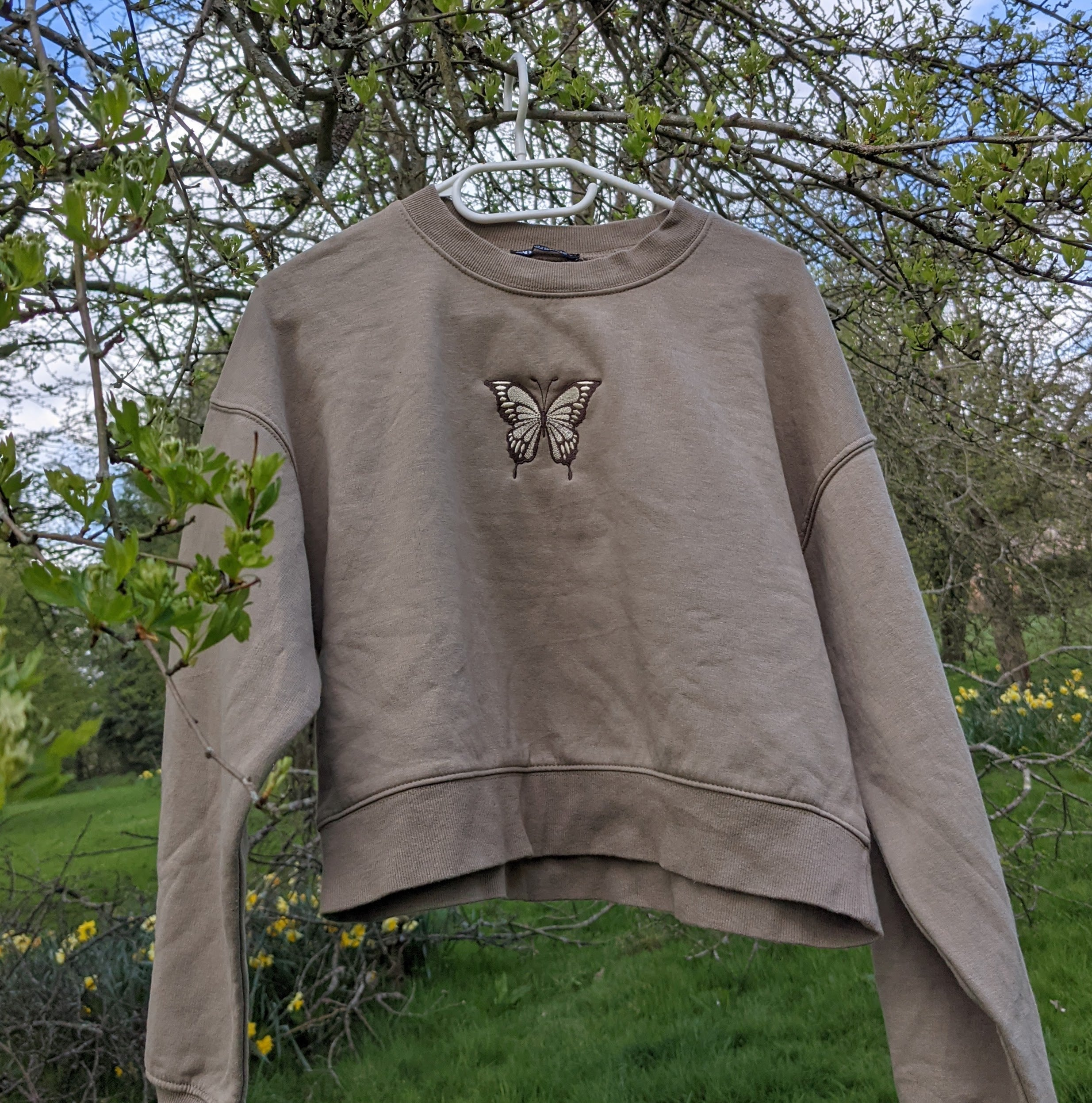 Khaki butterfly embroidered sweatshirt - Size 6-10 - Embroider Mee