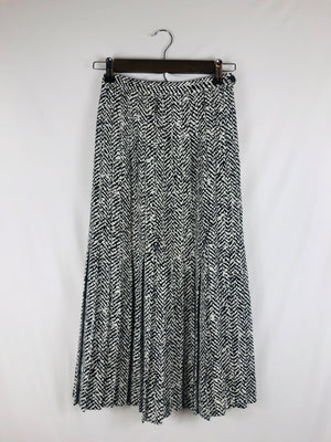 Black & White Printed Skirt Size: Small