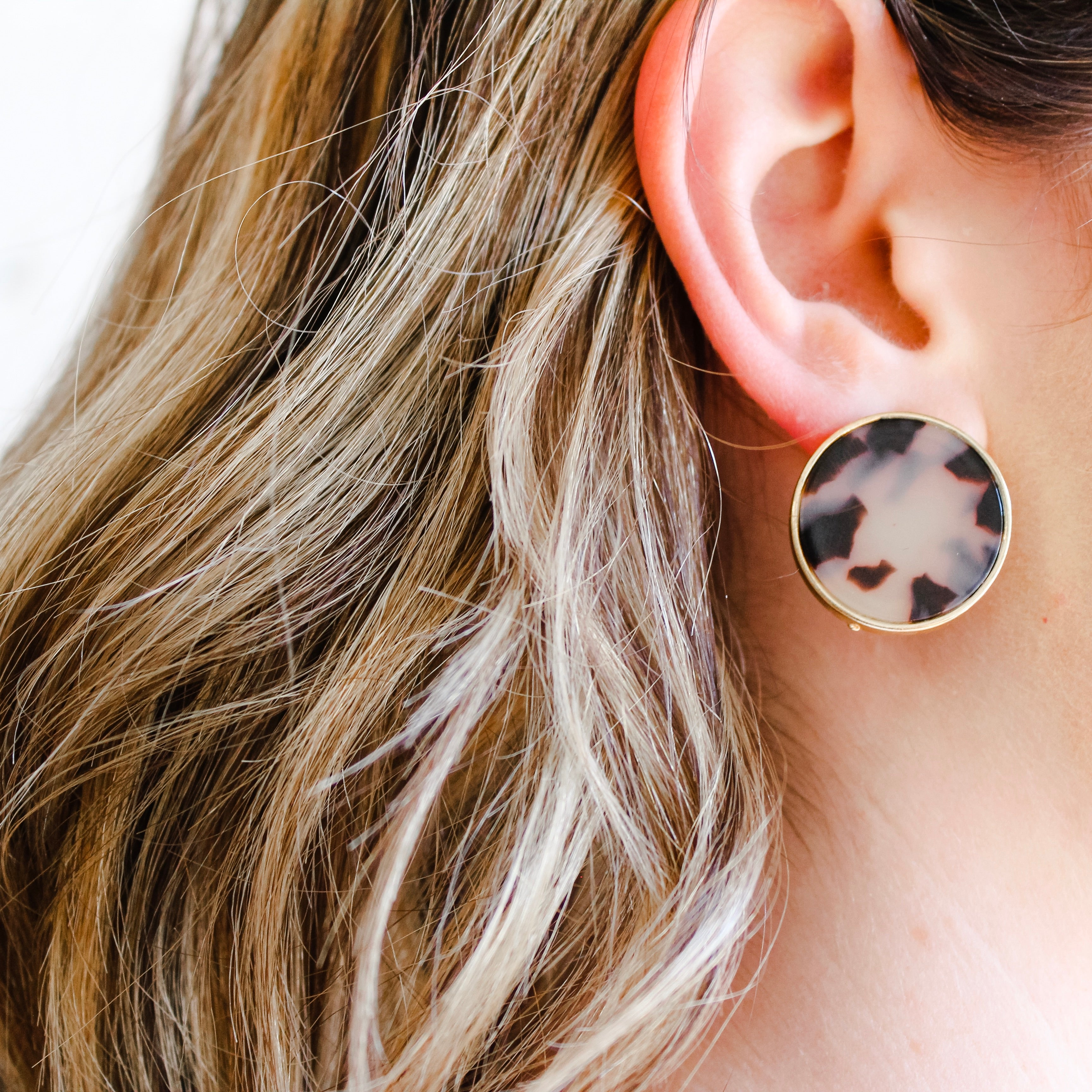 Medium Large Tortoise Shell Stud