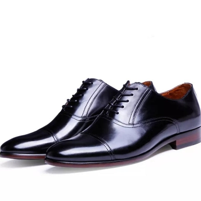 Men's shoes-oxfords of patent leather in the style of retro