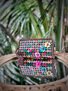 DaisyLife natural coconut shell multicolor wristlet clutch bag with white flowers