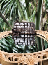 Load image into Gallery viewer, DaisyLife natural coconut shell cubes clutch wristlet bag