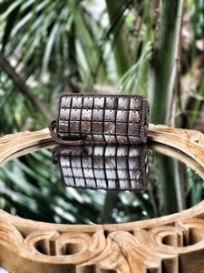 DaisyLife natural coconut shell cubes clutch wristlet bag