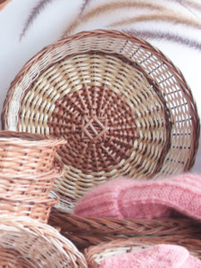 Daisylife Natural Color and Eco-friendly Wicker Round Basket for decor and display